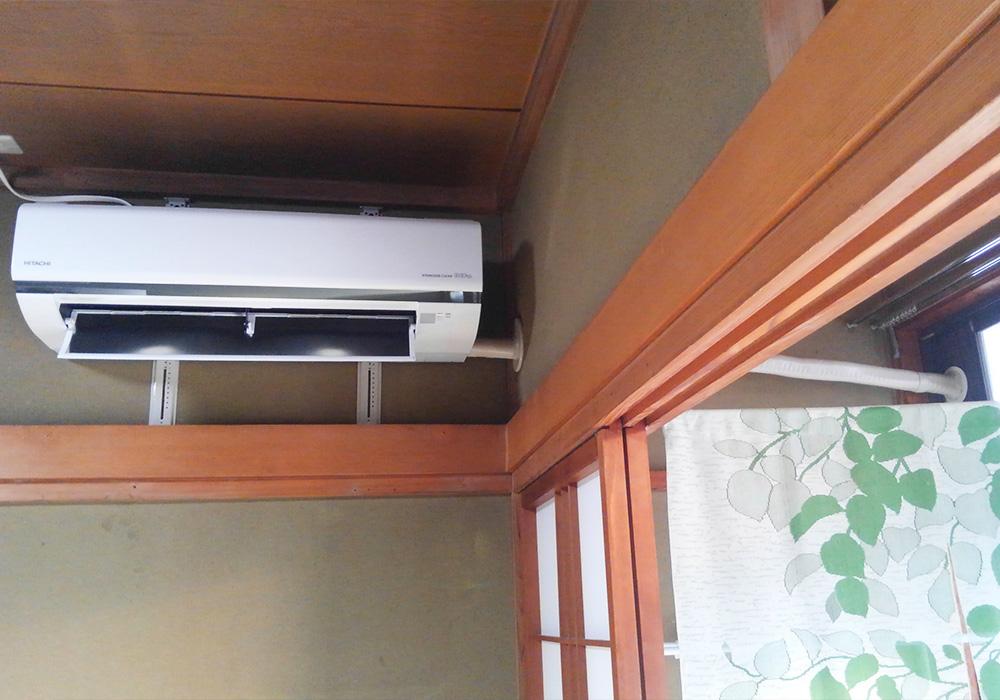 カトーデンキ お仕事日記 設置が難しいお縁越しのエアコン